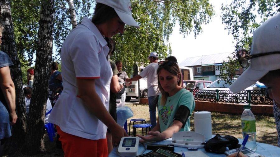 Мобильный центр здоровья работал для гостей Евдокимовского фестиваля