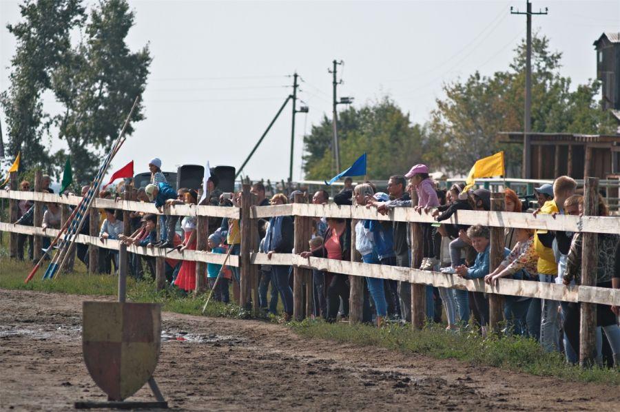 Назад в средневековье: рыцарский турнир прошел в Бийском районе