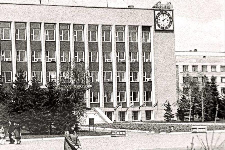 Бийское время: часы с курантами на здании мэрии идут уже 44 года