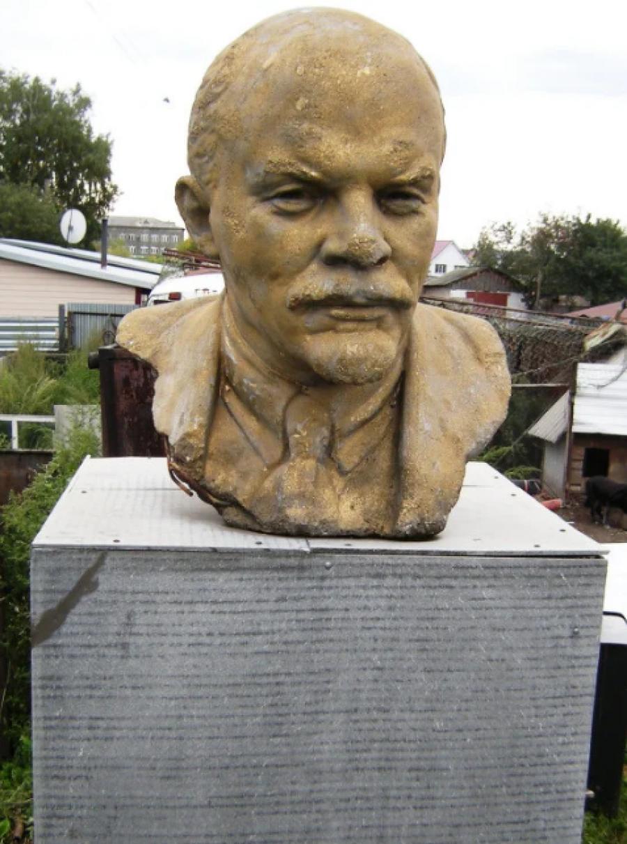 В Бийске бюст Ленина меняют на дрова и уголь