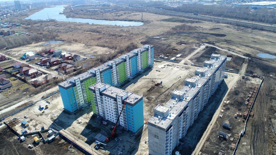 Простор, озеро и хвойный парк: экоквартал, в который переезжают со всей Сибири