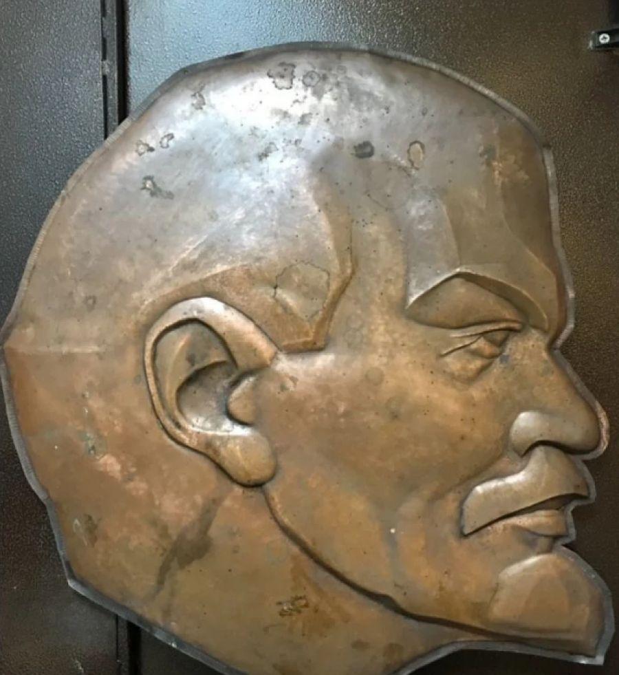 В Бийске продают три килограмма Ленина