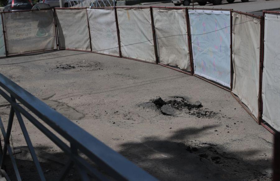 Во время гидравлических испытаний в Бийске разрушился асфальт