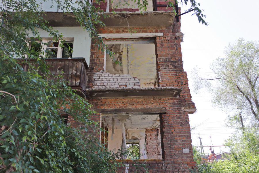 В Бийске снесут аварийный многоэтажный дом