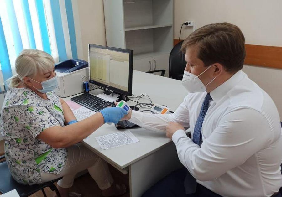 Губернатор и глава минздрава Алтайского края привились от коронавируса
