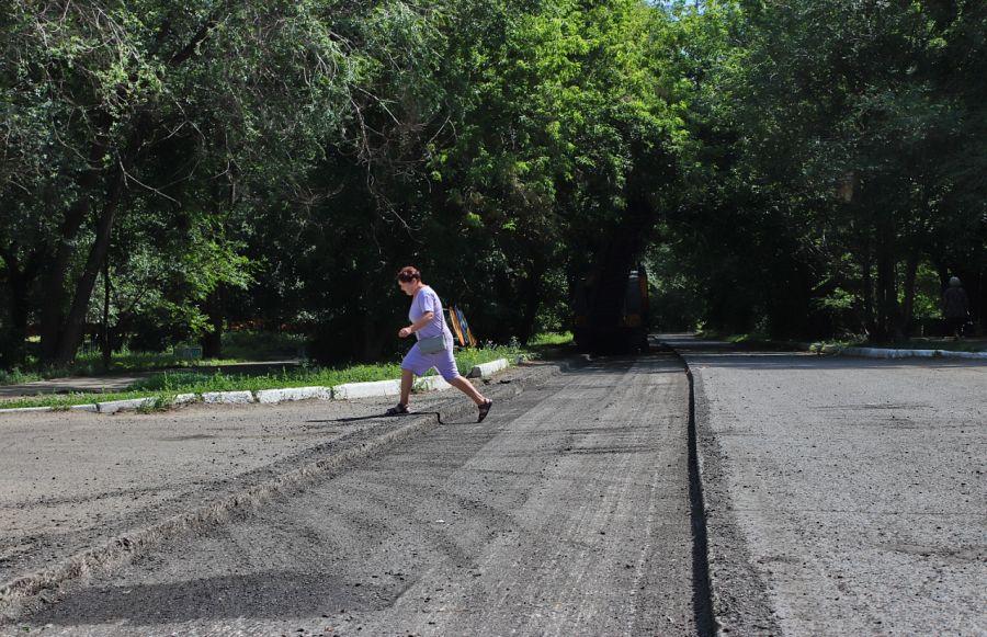Бийчане жалуются, что при ремонте дороги срезают хороший асфальт