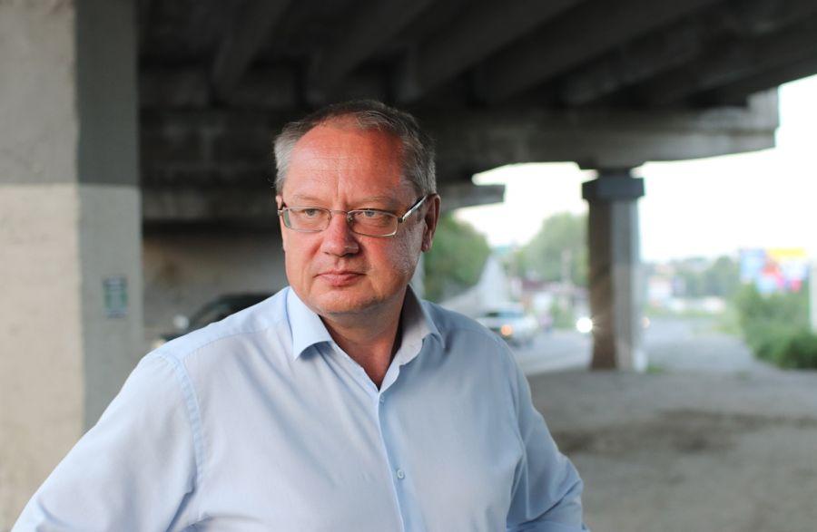 Не три, а четыре: в Бийске расширят дорогу под путепроводом на Табачке