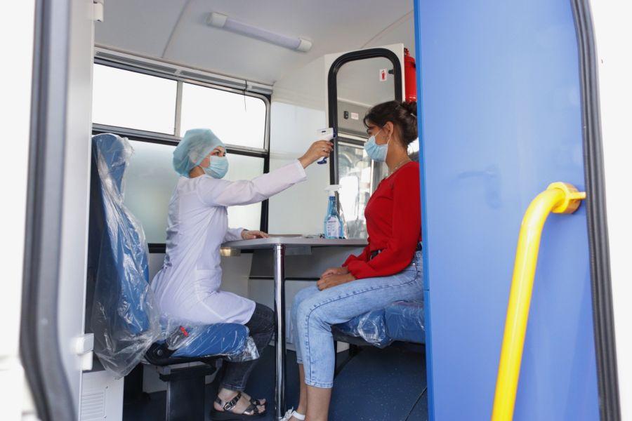 Мы едем к вам: как в Бийске работает мобильный пункт вакцинации