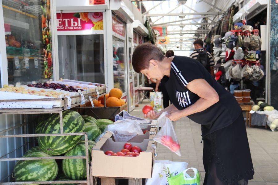Все на рынок: цены на овощи и фрукты стали снижаться