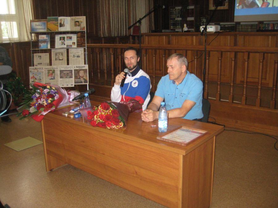 «Гора с плеч упала»: Сергей Каменский вернулся в Бийск и рассказал об Олимпиаде
