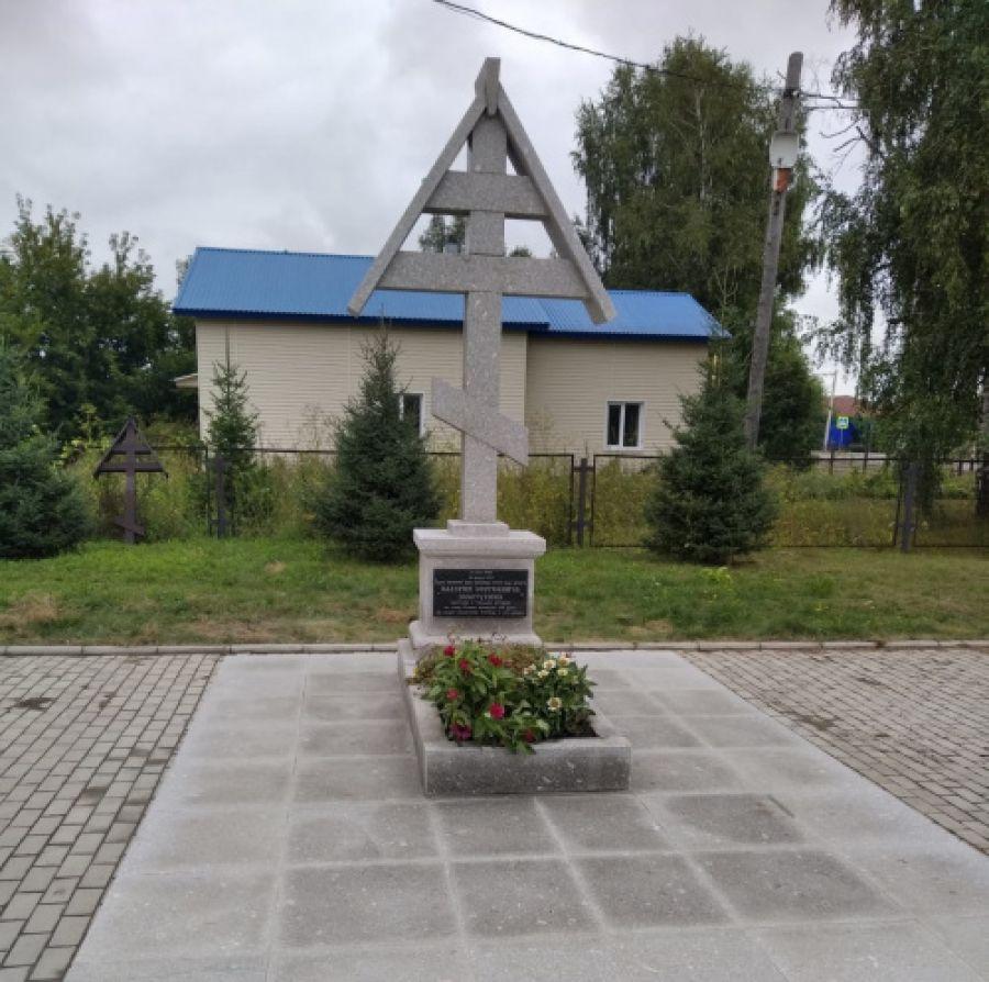 Новый памятник установили на могиле Валерия Золотухина