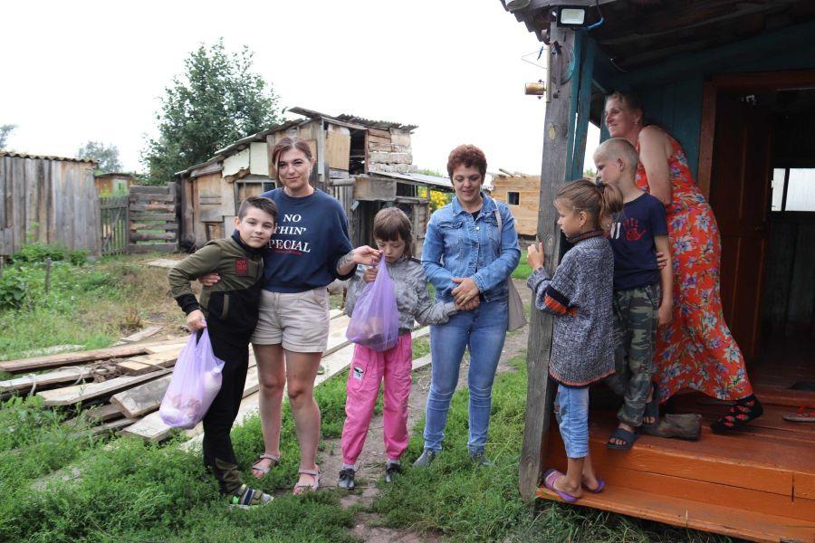 Анна не на шее: многодетная мать с Алтая в одиночку «оживляет» забытый поселок