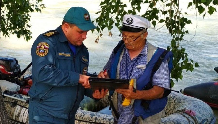 В жилете и без алкоголя:в МЧС Алтайского края рассказали, как правильно рыбачить