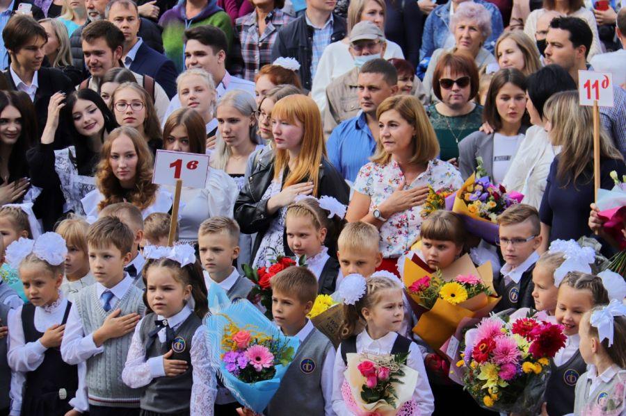 В школе и за ее пределами: в Бийске отмечают 1 сентября