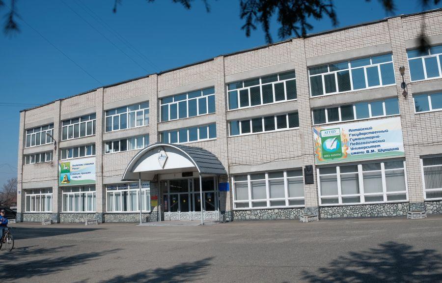 В Алтайском крае можно оплатить общежитие ребенка маткапиталом