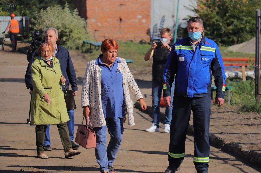 В Бийске проводят работы на теплосетях вблизи социальных объектов