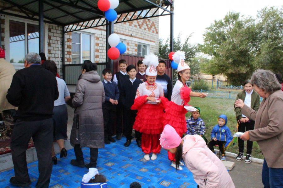 В селе Алтайского края избиратели пришли на выборы в национальных костюмах