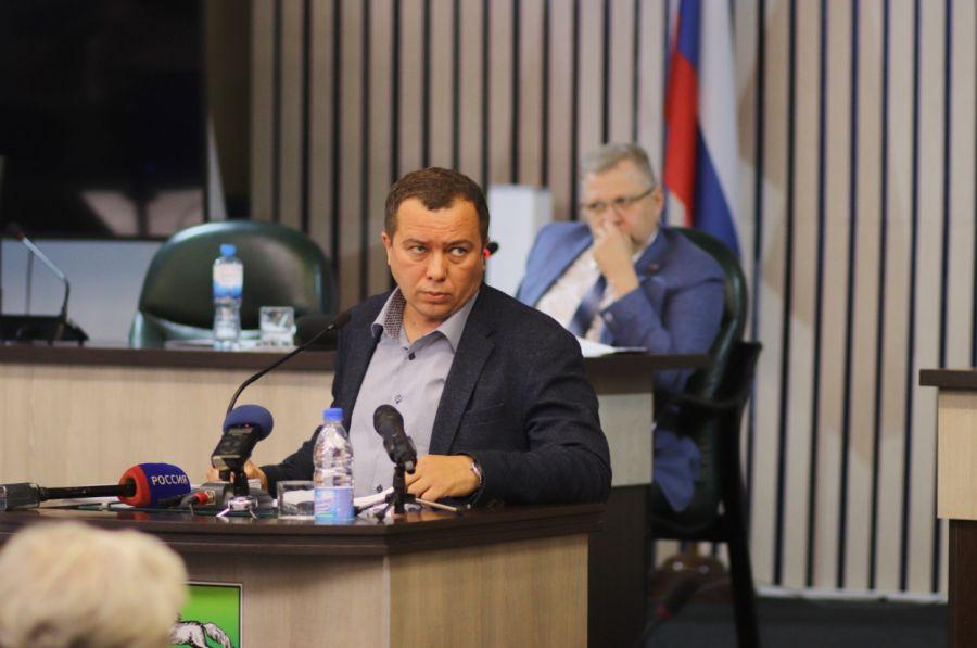 Депутаты и мэр Бийска поспорили, кто виновен в банкротстве городских МУПов