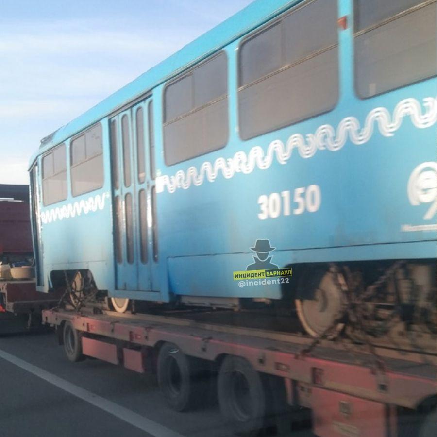 Те самые: в Алтайский край привезли трамваи, подаренные Москвой
