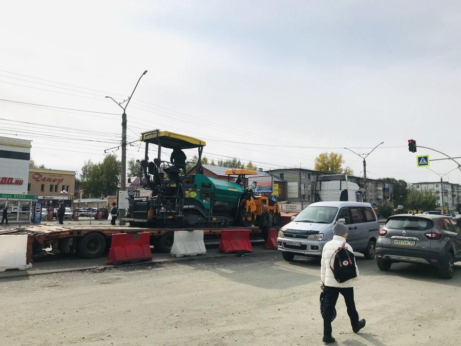 Пора оценить: в Бийске завершается ремонт дорог около площади 9 Января