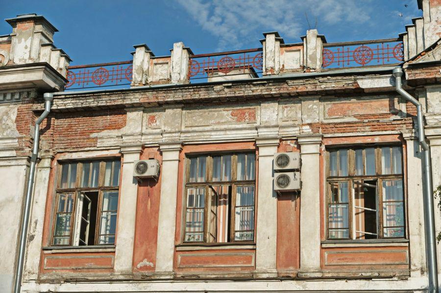 В Бийске отремонтируют крышу Второвского пассажа