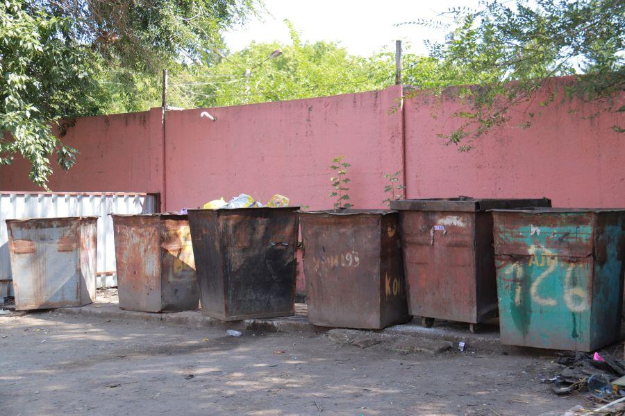 В Бийске жители частного сектора ждут «мусорную машину» в любую погоду