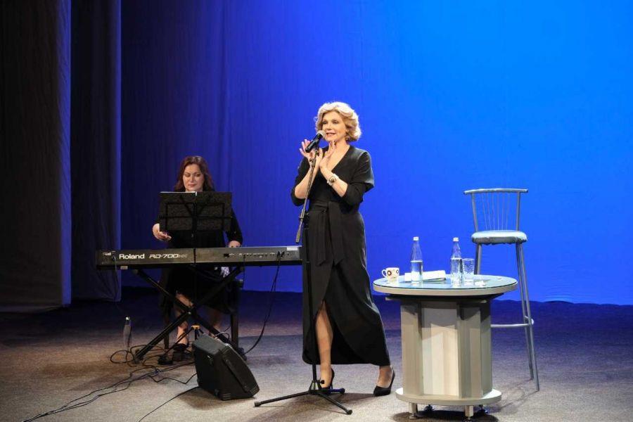 Одна за всех приехала: известная актриса Анна Ардова побывала в Бийске