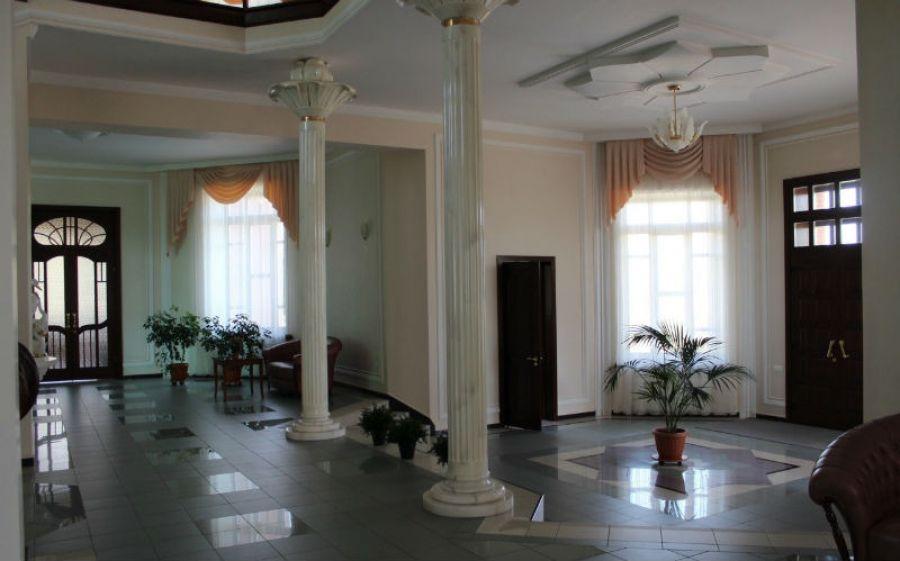 Самый дорогой коттедж Бийска теперь продают как гостиницу