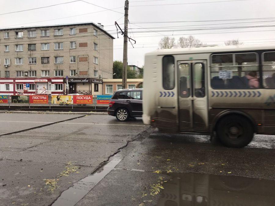 Демонтаж искусственной неровности на улице Васильева