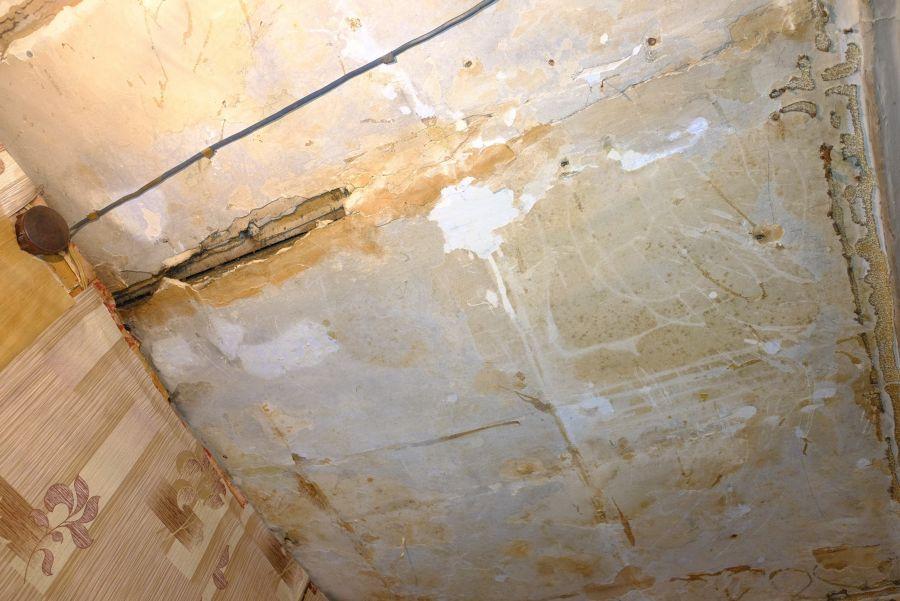 Потолок уже не спасет небольшой ремонт